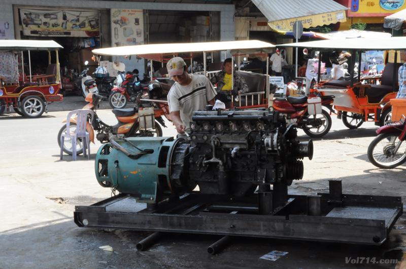 Cambodge1-phnom-penh-moteur