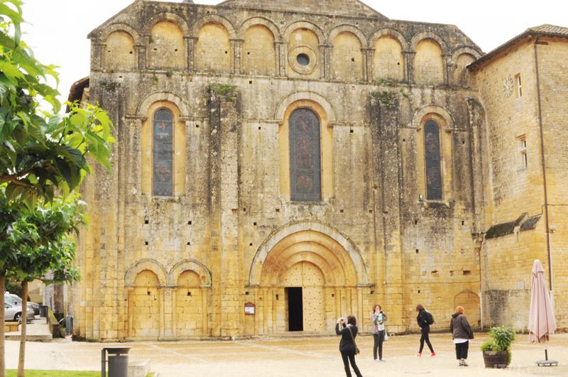 Périgord-abbaye-cadouin2