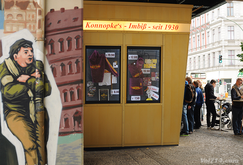 Berlin_konnopke_currywurst4